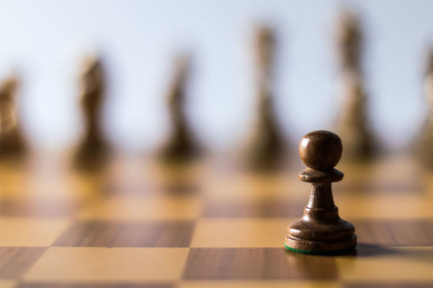 Check 3 Alone Life Revolution Schach Axvo Bauer Chess Chess Board Chess Piece Close-up Game Indoors  Intelligence No People One Vs All Pawn Pawn - Chess Piece resist Selective Focus Shadows Sport Still Life Strategy Studio Shot Wood - Material