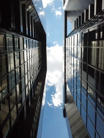 Sky And Clouds 另一種角度看世界 Buildings Symmetrical Reflection Geometric Shapes