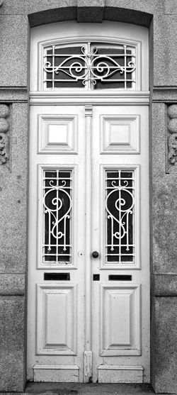 The Misterious Door. Doors Only-doors Blsckandwhite Black And White Españoles Y Sus Fotos Eye For Details Streetphotography Oporto, Portugal Oporto Travel