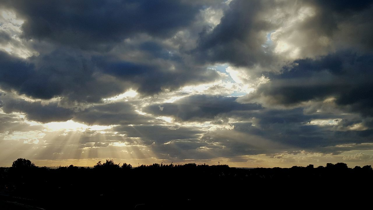 silhouette, sunbeam, sky, sunset, cloud - sky, beauty in nature, atmospheric mood, nature, tranquil scene, scenics, dramatic sky, tranquility, sunlight, sun, idyllic, no people, landscape, outdoors, tree, day