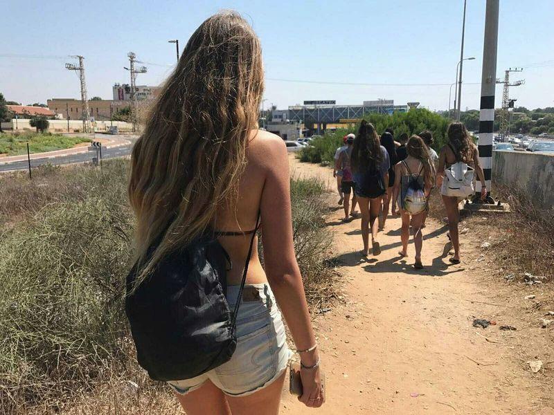בואו נשיר את שיר הדרך Walking On The Beach Ways תמיד אחרונה