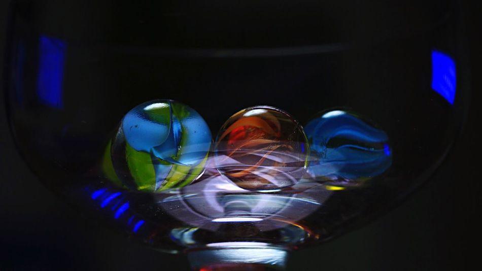 おはようございます✨お天気good✨今日も宜しくお願いしまーす💕 ビー玉倶楽部 Marble ビー玉 Macro Glass グラスの中のビー玉の質感を求めてみる。