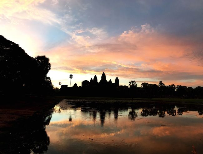 Travel Combodia Siem Reap Angkor Wat Taking Photos Sunrise Good Day Beautiful Day Clouds And Sky Feel The Journey Waiting For The Sunrise