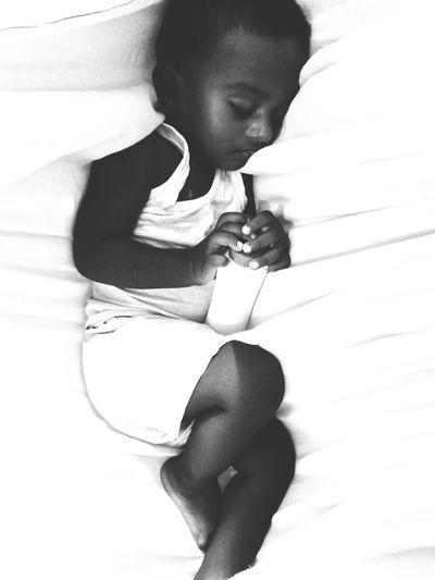 """""""The Sleep"""" Monochrome Photography Indoors  Baby Babyhood Picoftheday Photooftheday Vscocam VSCO Bílalphotography Iphonesia Iphoneonly IPhoneography ShotOnIphone ShotoniphoneSE"""