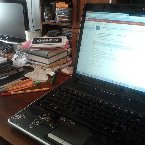 Postazione di lavoro! 31of365 2013 Aphotoaday PC books journal pens colors