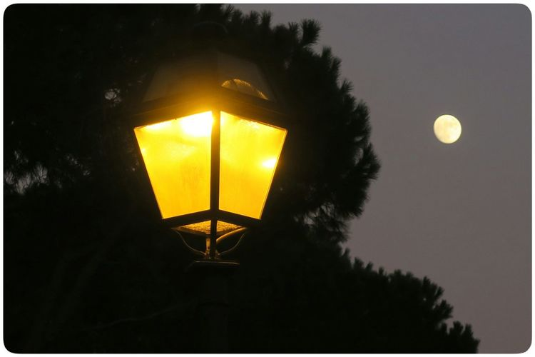 Moon Streetlamp