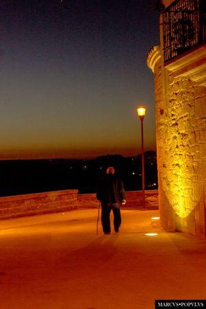 """Título: """"Post Dies"""" Autor: Marcus Populus Lugar: Briones, La Rioja, España. Cámara: SONY SLT-A65V Punto F: f/5.6 Tiempo de exposición: 1/10s Velocidad ISO: 1600 Distancia focal: 55mm Briones  Illuminated Men People Real People Silhouette Sky SPAIN Walking"""
