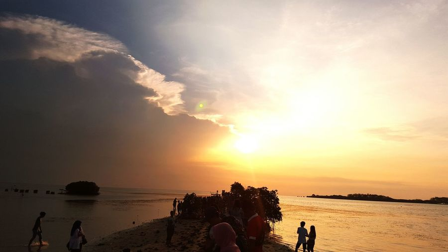 Sunset Silhouette Vacations Tourist Tourism Sea Sky Sun Medium Group Of People Beauty In Nature Beach Youth Culture Love