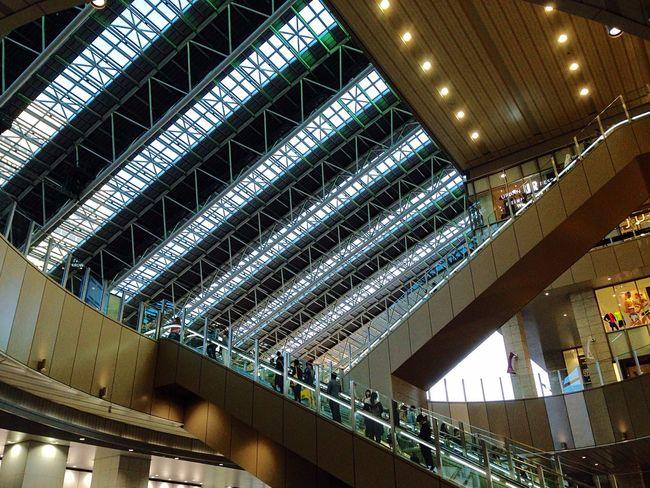 今日は朝から テンション 下がり目…上を見上げて💪🏻 Come And Go People Watching City View  End Of The Day 6:00pm Osaka Station JR大阪駅