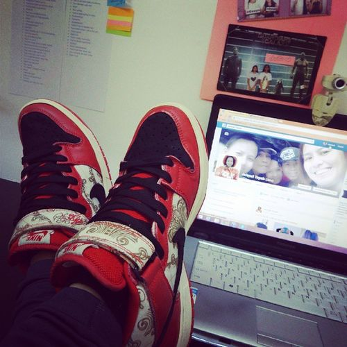 It's our official couple shoes. Thanks Beb @yoingreso for this! I so love it! :* Nikesblinoleums Nikesb NikeCoupleShoes :) <3