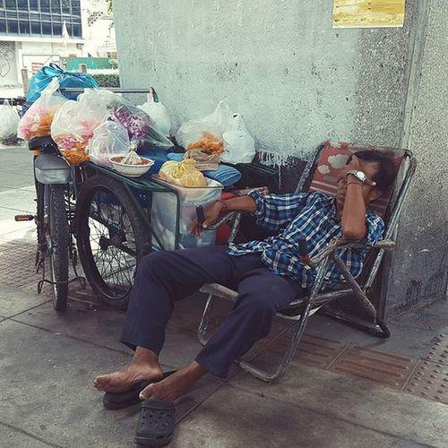 Naptime Vscoacg VSCO Explorebkk Explorethailand Bangkok Thailand Streetphotography Cityscene Peoplewatching Travel Everydayasia Everydaylife Travelshots