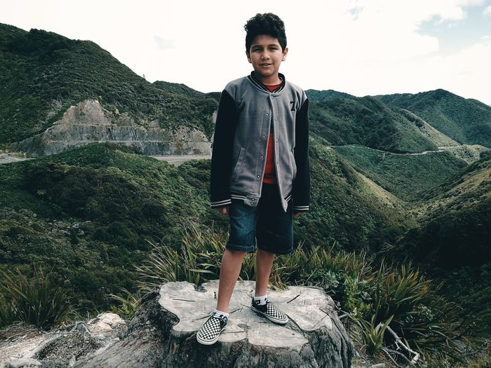 Portrait with imposing mountains / Retrato con imponentes montañas. Landscape Imposing Mountains Nature Lifestyles Kid Boy Retrato Montañas, Imponentes Paisaje Niño Naturaleza Al Aire Libre Portrait Standing Full Length Front View Sky Casual Clothing My Best Travel Photo A New Beginning This Is Natural Beauty Moments Of Happiness 2018 In One Photograph