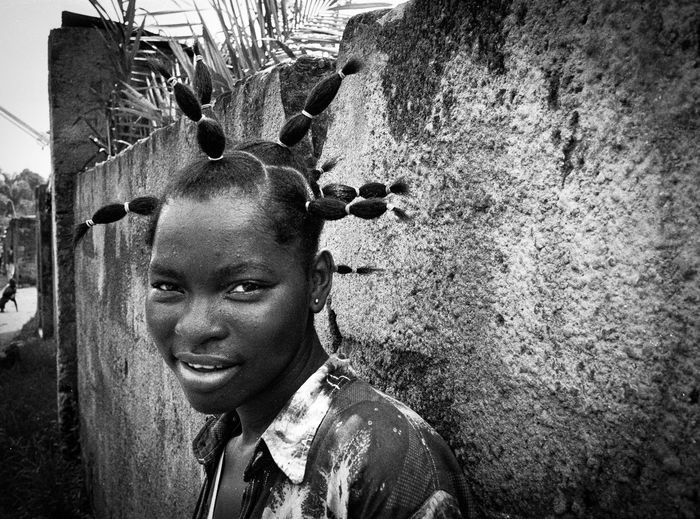 Africa Day To Day Africa Hair African Hairstyle Analogue Photography Blackandwhite Congo Contrast Coolness Democratic Republic Of The Congo Film Film Photography Filmphotography Hairstyle Kinshasa Leica M6 Portrait Of A Woman Spark Hair Sparks Tmax400