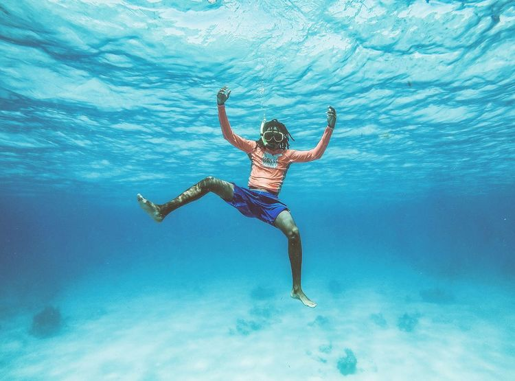 🏝️island life🏊~ Underwater UnderSea Sea Water Adventure Swimming Snorkeling Turksandcaicos Grandturk Beauty In Nature Travel Destinations Beach Summer Underwater Diving Diving Sea Life Gopro