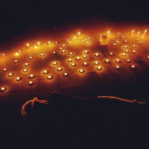 Dün gece Özgürlük Parkı'nda maden işçileri saygıyla anıldı. Soma Somayıunutma Somayıunutmaunutturma Fotografturkiye fotoğraf istanbul katilpolis katilakp