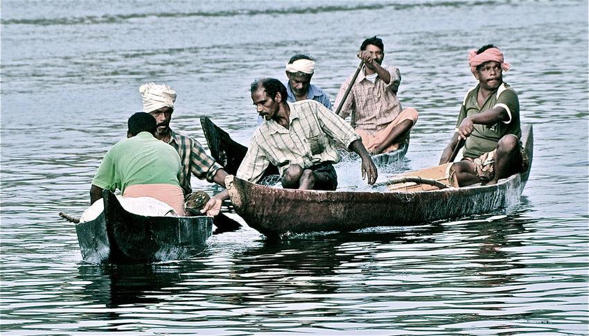 Backwaters Fishermen India Kerala Men Nautical Vessel