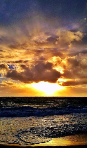 Beach Hawaii #sunset #sun #clouds #skylovers #sky #nature #beautifulinnature #naturalbeauty #photography #landscape Sun_collection, Sky_collection, Cloudporn, Skyporn