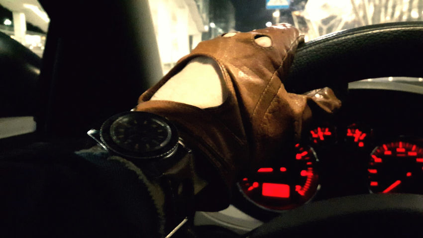 Classic driving Car Close-up Day Drive Driver Driving Car Driving Gloves Kierownica Leather Glove Leather Gloves Rękawiczki Speed Speeding Speedometer Steering Wheel Vintage Gloves Vintage Watch