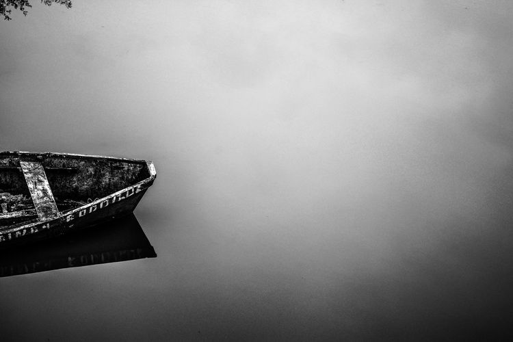 Ship No People Water Day Argentina Nature Barco Bote Boat Finding New Frontiers Black And White Blanco Y Negro Minimalism Foto Creativa Artistic Photography River Rio Break The Mold