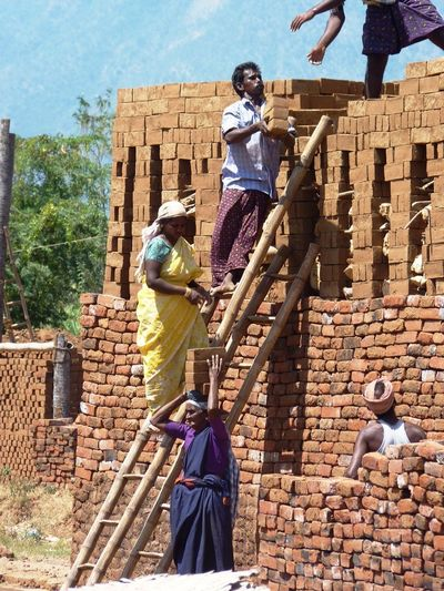 Collected Community Bricks Brickswork Working People India Incredible India Indiagram Tamilnadu Women At Work Men At Work