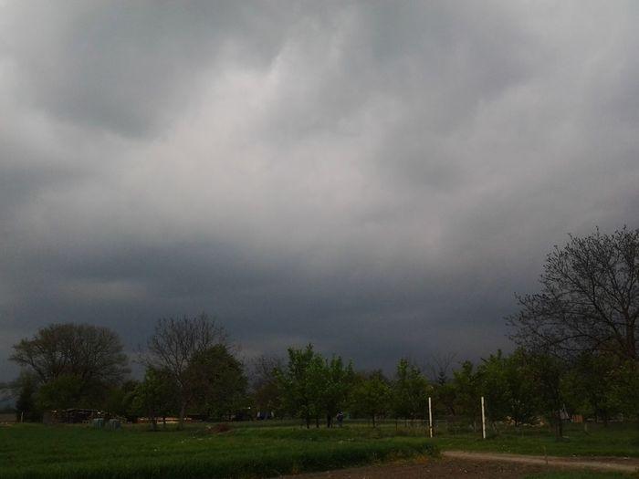 Zamračené, ide to kdesi od Velké Burka  Jasadoseru Jetovpici Lodvpristavu Nohomo Storm Storm Cloud Storm Is Coming Zachvilutosemdoletiabudemvpici