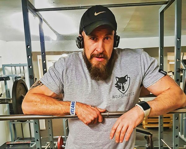 Friday night at the best bar in toon... Beard One Person Bearded Oaf Phone Photography Samsung Galaxy S7 Edge Healthy Lifestyle For The Love Of Photography Barbell Gym Time Leg Days A Killer! FLEX FRIDAY Wolfsthetics