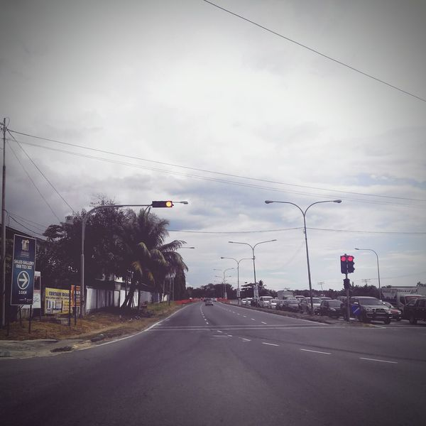 On these endless roads of endless cities... There's always something new waiting to be found. Photos Twominutehipster Kk City Random Shots Home Roads This Is My Life Scenery