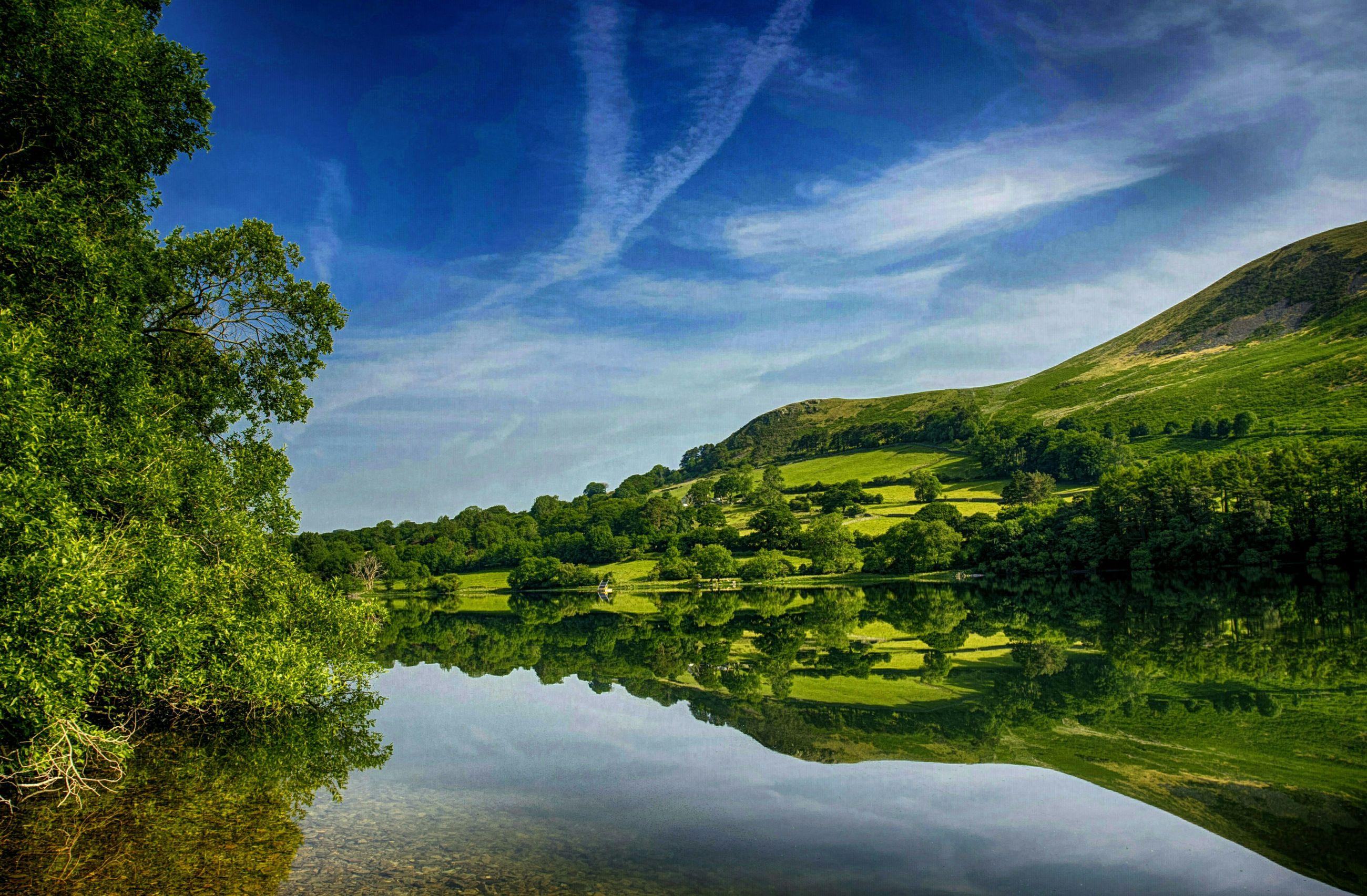 water, tranquil scene, tranquility, scenics, reflection, beauty in nature, sky, tree, lake, mountain, nature, idyllic, waterfront, landscape, river, green color, cloud, countryside, non-urban scene, blue