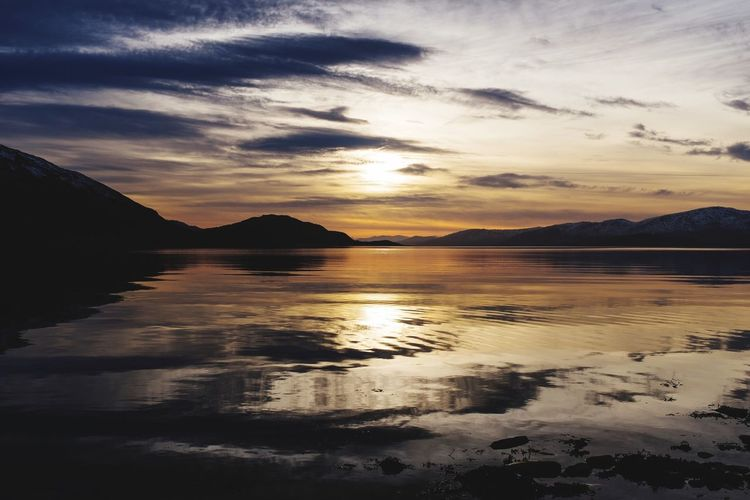 Sun going down over Loch Linnhe on the West coast of Scotland. Beautiful and a lovely still calmness was in the air. Loch  Loch Linnhe Scotland Landscape_Collection Landscape Sunset Water Sunset Silhouettes Water_collection United Kingdom