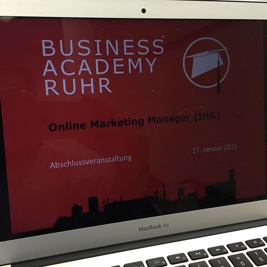 Online Marketing Prüfung bei der IHK Onlinemarketing Marketing Ihk Bochum Weiterbildung BAR Apple Mac MBA Air electronics technology tech TagsForLikes electronic device gadget gadgets instatech instagood geek techie nerd techy photooftheday computers laptops hack screen