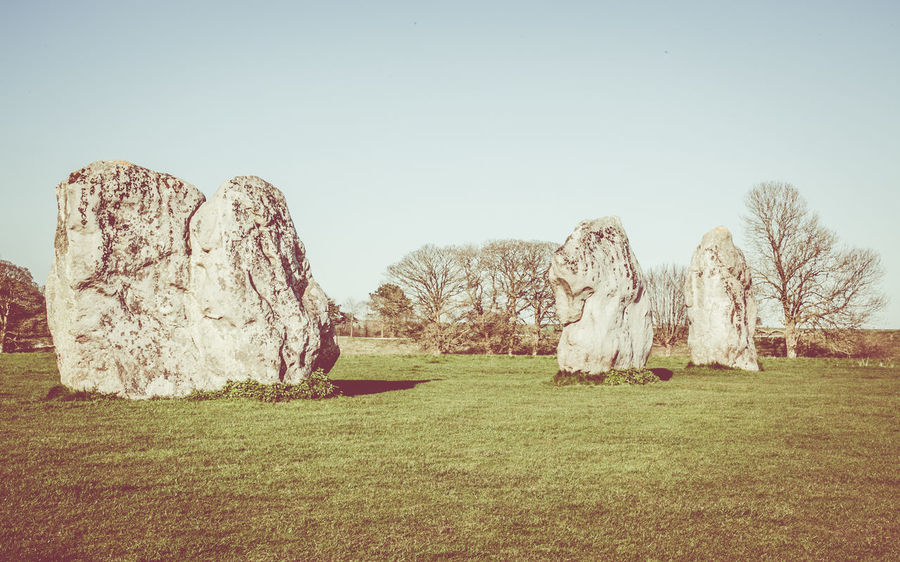 The megaliths at Avebury Henge, Wiltshire. Avebury Avebury Henge Avebury Stone Circle Avebury Stones Day Henge  Megalith Megalithic Megalithic Structure Megaliths Nature Outdoors Sky Standing Stones Stone Circle Stone Circle Religous Landscape