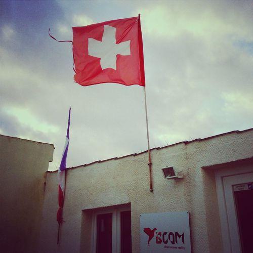Jesuischarlie Charliehebdo Drapeau Le drapeau français de l'agence en berne aujourd'hui.