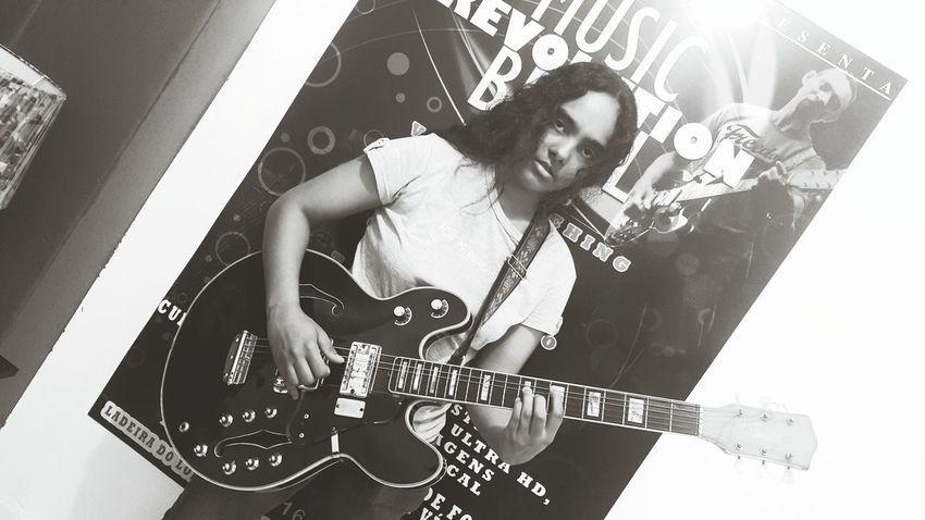 Letícia Motta estuda Canto e violão na mais pop das escolas de música de Jacarepaguá Musicrevolutionbrasil Music Revolution Poprock SauloValley