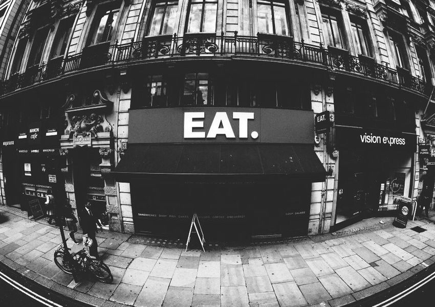 Eat Mangia London Londra B&w Blackandwhite Biancoenero Fisheye Canon1100d Traveling Viaggiare Roadside