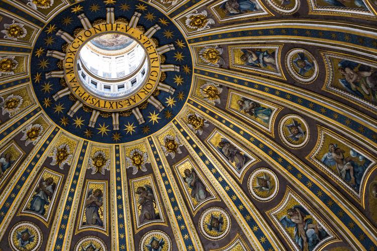 Italia Roma Rome St. Peter's Basilica Architecture Built Structure Dome Domestic Animals History Italy St. Peter's Basilica Dome Travel Destinations
