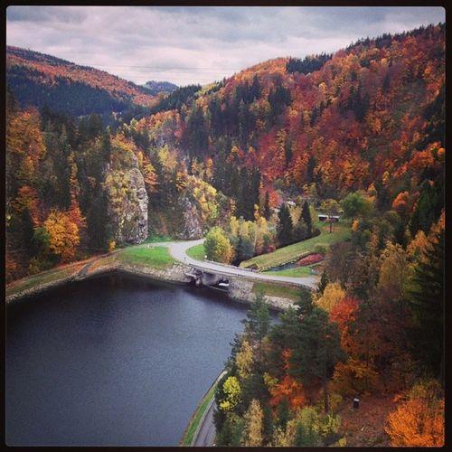 Autumn River Reservoir Vir dam