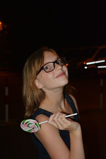 Mädchen mit großen Lutscher 🍭 Lollipop Girl Girls Cute Cute♡ Real People Real Life Lifestyles Fun Happy Happy People Happy :) Sweet Food Sweet Lollipops BIG Eat Eat Me...Now! Night Happiness ♡ Girl Portrait Eat Girl Only Women Eyeglasses  One Woman Only One Person Headshot People Portrait