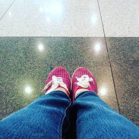 While waiting.. ☺👯👟 Waiting Shoeselca Shoes Shoestagram Pinkandblack Instaphoto Selcam Shoeselfie Ynasadventure