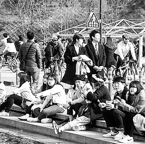Youth Korean Youth Bnw_streetphotography Streetphotography Bnwseoul Bnwkorea Bnwphotography Yeouido Hangang Park Yeouido Hangang Park Seoul Southkorea Seoulspring2017