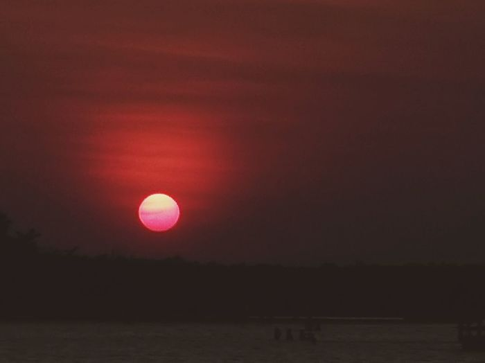 Red sunset.. Tondolbeach Tondolbeachandapangasinan Andapangasinan Beachbreak Beachvacation Beach Vacationbreak Summerfeels Summer2018 Travel Travelpamore2018 Ianielle2018 Water Sunset Red Sun Sea Reflection Silhouette Sky