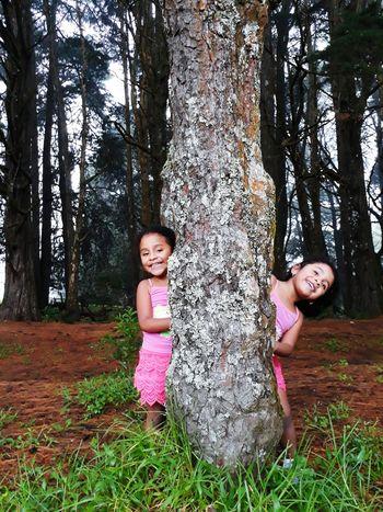 Niñas Nature Tree Naturaleza Sonrisa Smile Felicidad Happiness Outdoors Arboles Relajación Paz Beautiful Flores Colors Color Colores