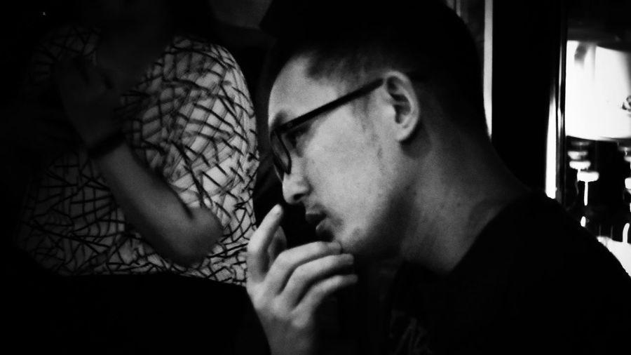2018/6/15 【古箏小妹 X 愛德華:無限之戰】音樂演奏會速寫 於一文錢大學咖啡館 Taiwan Friendship Friend Bw Bw_lover BW_photography B&w Photo B&w Bw Photography B&w Photography Bwphotography Human Hand Men Holiday Moments EyeEmNewHere