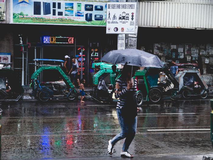 Street pour One Woman Only Motion Outdoors Rainy Days Olympus OLYMPUS PEN E-P3 Eyeem Philippines The Street Photographer - 2017 EyeEm Awards The Photojournalist - 2017 EyeEm Awards
