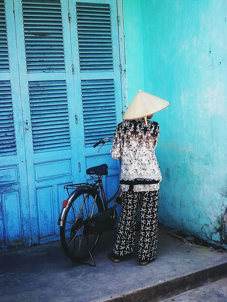 Blue Walls Sky Blue Local Woman Traditional Vietnamese Hat Bicycle Bike Patterned Clothes Black And White Vietnam Vietnamese Culture Snapshot Snap a Stranger Background Texture Louvre Door Hoi An Hoi An, Vietnam Hoi An Old Town Down An Alley In A Corner
