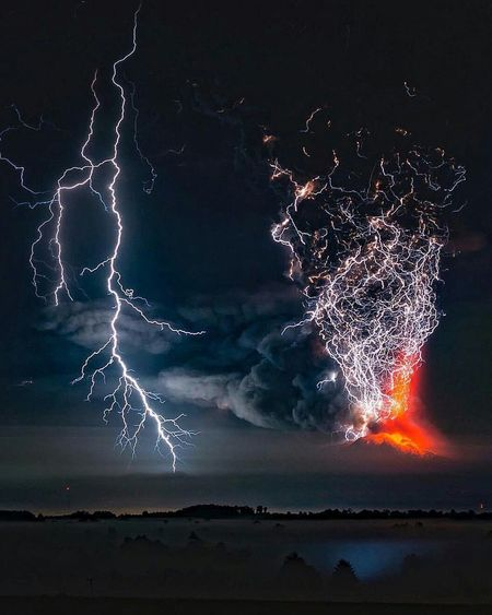 Mothernature Fiercelook Thunderbolt Volcano Eruption Thosetwo EyeEm Best Shots Eye4photography  Eyemphotography EyeEm Gallery