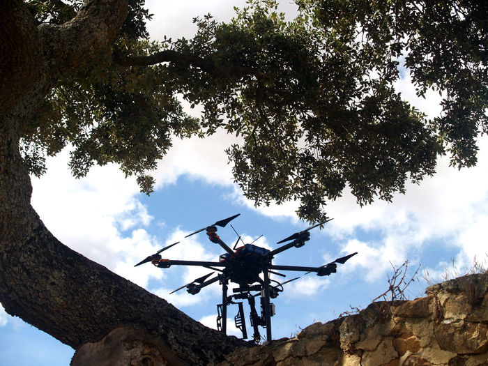 Aeronautics If Trees Could Speak Cables Close Up Close Up Technology Drone  Electrical Electro Electronics  Hexacopter Industry Innovating Innovation Leading Leading Lines Machine Progress Tech Technology Technology I Can't Live Without Tecnology Tin Welding Wire Flying High
