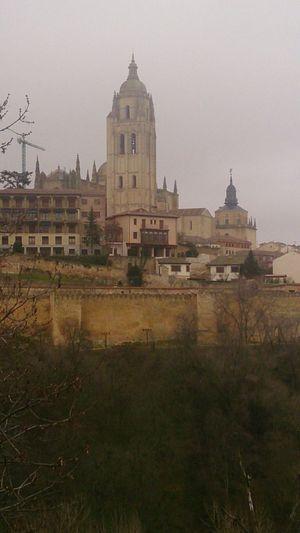 Vista de la Torre De La Catedral De Segovia desde el Alcázar Segovia