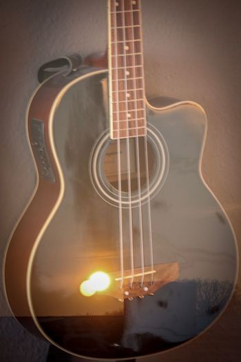 Kleine Spielerei mit meiner eos 80d Sonnenuntergang Acustic Guitars Bass Guitar Indoors  No People Guitar Musical Instrument Music Close-up Musical Instrument String Day