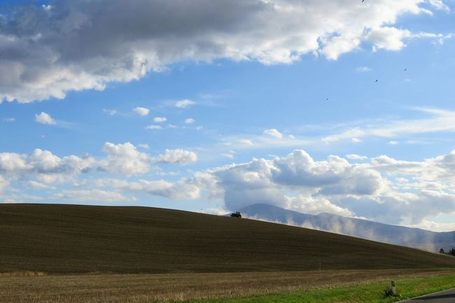 Toscana Tracteur Tractor Tuscany Beauty In Nature Cloud - Sky Field Grass Landscape Nature Outdoors Scenics Sky Toscane Tranquil Scene Tranquility