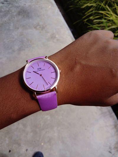 Watch Daniel Wellington Danielwellington Daniel Wellington Watch Change Color Human Hand Time Wristwatch Watch Clock Face Men Holding Personal Perspective Close-up